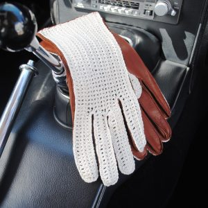 Stringback driving gloves